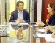 لاہور: صوبائی وزیر خزانہ مخدوم ہاشم جواں بخت انٹر نیشنل مونیٹری فنڈ ..