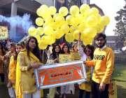 پشاور: گندھارا یونیورسٹی سپورٹس گالا2018کی افتتاحی تقری کے موقع پر سٹوڈنٹس ..