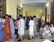 حیدرآباد: عید اپنے پیاروں کے ساتھ منانے کے لیے ریلوے اسٹیشن پر بکنگ ..