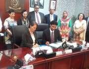 اسلام آباد: بے نظیر انکم سپورٹ پروگرام کے نمائندوں اور ڈبلیو ایف پی ..