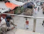 لاہور: تحریک انصاف کے چیئرمین عمران خان کے داتا دربار کے باہر جلسے سے ..