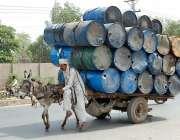 فیصل آباد: گدھا ریڑھی پر اوور لوڈنگ کی گئی جو کسی حادثے کا سبب بن سکتا ..