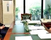 اسلام آباد: صدر مملکت ڈاکٹر عارف علوی سے سینیٹر طلحہ محمود ملاقات کررہے ..