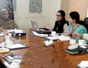 لاہور: وزیر ویمن ڈویلپمنٹ آشفہ ریاض فتیانہ اجلاس کی صدارت کر رہی ہیں۔