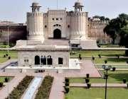 لاہور: حضوری باغ اور شاہی قلعے کا خوبصورت منظر۔
