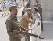 لاہور: مال روڈ پر واقع مسجد شہداء میں نماز جمعہ کی ادائیگی کے لیے آنے ..