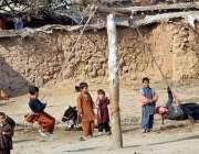 راولپنڈی: خانہ بدوش بچے کھیل کود میں مصروف ہیں۔
