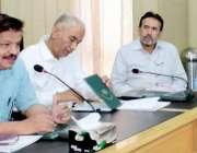لاہور: ڈائریکٹر سپورٹس حفیظ بھٹی پنجاب کے تمام کوچز کے اجلاس سے خطاب ..