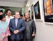 راولپنڈی: ڈائریکٹر جنرل خانہ فرہن ایران بہرام کیان، ناہید منظور، ڈائریکٹر ..
