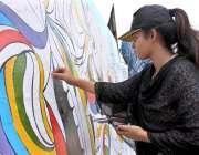 سرگودھا: خاتون پینٹنگ بنانے میں مصروف ہے۔