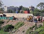 راولپنڈی: محکمہ البراق نے نالہ لئی کنارے کچرا جمع کر رکھا ہے جس کے باعث ..