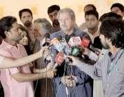 لاہور: وفاقی وزیر برائے تعلیم شفقت محمود نیشنل کالج آف آرٹس کے دورہ ..