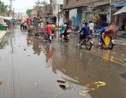 ملتان: لوہا مارکیٹ روڈ پر سیوریج کا پانی جمع ہے جس سے شہریوں کا مشکلات ..