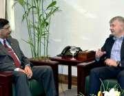 راولپنڈی: سیکرٹری برائے دفاع لیفٹیننٹ جنرل (ر) محمد اعجاز چوہدری سے ..