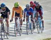 لاہور: نیشنل ٹریک سائیکلنگ چمپئن شپ2018کے موقع پر مقابلہ میں شریک کھلاڑی۔
