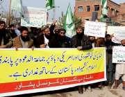 پشاور: دفاع پاکستان کونسل کے زیر اہتمام مظاہرین اپنے مطالبات کے حق ..
