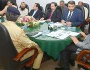 لاہور: گورنر پنجاب چوہدری محمد سرور اوورسریز پاکستانیز کمیشن کے آفس ..