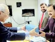 لاہور: جائیکا نمائندہ چیف یوسوہیرو تو جو وزیر خواندگی و غیر رسمی تعلیم ..