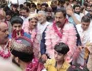 لاہور: تحریک انصاف کے حلقہ این اے127سے امیدوار جمشید اقبال چیمہ اور میاں ..