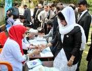 حیدر آباد: ذیابطیس کے عالمی دن کے حوالے سے فری میڈیکل کیمپ میں ڈاکٹرز ..