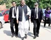 لاہور: سابق وزیر اعظم شاہد خاقان عباسی ہائی کورٹ پیشی کے لیے آ رہے ہیں۔
