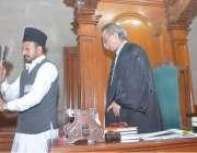 لاہور: اسپیکر رانا محمد اقبال خاں پنجاب اسمبلی کے اجلاس کے اختتام پر ..