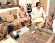 لاہور: پاکستان مسلم لیگ (ق) کے صدر و سابق وزیراعظم چوہدری شجاعت حسین ..