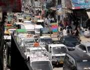 راولپنڈی: جامع مسجد روڈ پر شدید ٹریفک جام کامنظر۔