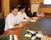 پشاور: سینئر صوبائی وزیر عاطف خان سے برطانوی وفد ملاقات کر رہا ہے۔