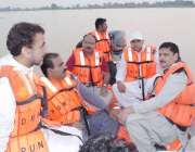 قصور: ڈپٹی کمشنر رانا محمد ارشد چندا سنگھ کے مقام پر کشتی میں بیٹھ کر ..