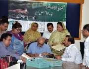لاہور: الیکشن2018کے سلسلہ میں امیدوار کاغذات نامزدگی جمع کروا رہے ہیں۔
