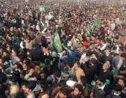مظفر آباد: یوم یکجہتی کشمیر کے سلسلے میں مسلم لیگ ن کے جلسہ عام میں کارکنوں ..