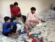 سیالکوٹ: سستا رمضان بازار میں فروخت کے لیے چینی پلاسٹک بیگز میں پیک ..