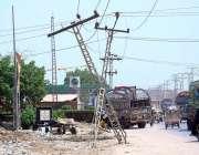 حیدر آباد: سڑک کنارے لگے بجلی کے کھمبے گرنے کی وجہ سے کوئی حادثہ رنما ..