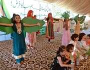 راولپنڈی: بچے صاف ستھرا اور سرسبز پنجاب مہم کے سلسلے میں ٹیبلو پیش کر ..