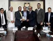 اسلام آباد: صدر آئی سی سی آئی احمد حسن مغل وزیراعظم کے معاون خصوصی مرزا ..