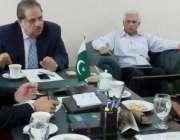 لاہور: نگران وزیر محنت، ٹرانسپورٹ و ہاؤسنگ میاں نعمان کبیر کو محکمانہ ..