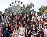 اسلام آباد: اسلام آبادماڈل کالج کی طالبات کا سالانہ فن فیئر کے موقع ..