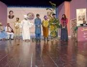 لاہور: مقامی سکول کی تقریب میں طلبہ ٹیبلو پیش کر رہے ہیں۔