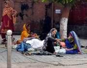راولپنڈی: ڈی ایچ کیو ہسپتال میں مناسبت سہولیات نہ ہونے کے باعث مریضوں ..
