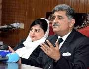راولپنڈی: صدر ہائیکورٹ بار حسن رضا پریس کانفرنس سے خطاب کر رہے ہیں۔