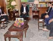 کراچی: گورنر سندھ محمد زبیر گورنر ہاؤس میں انڈس یونیورسٹی کے وائس چانسلر ..