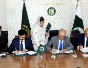 اسلام آباد: سیکٹریEADسید غضنفر عباس جیلانی اور ورلڈ بینک کے کنٹری ڈائریکٹر ..