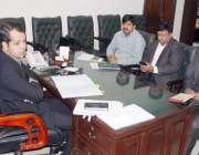 لاہور: ڈپٹی کمشنر لاہور سمیر احمد سید وال چاکنگ کے حوالے سے اجلاس کی ..