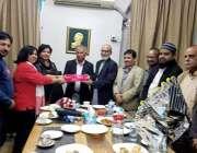 کراچی: ڈائریکٹر پریس انفارمیشن سندھ زینت جہاں کی جانب سے پریس کلب کے ..