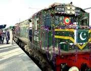 سکھر: روہڑی سکھر سے کوٹری ٹرین کا افتتاح کے بعد منظر۔