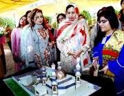 لاہور: گورنر پنجاب کی اہلیہ بیگم پروین سرور دیگر خواتین کے ہمراہ لاہور ..