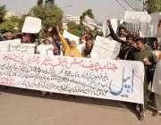 لاہور: بند روڈ کے رہائشی اپنے مطالبات کے حق میں پریس کلب کے باہراحتجاج ..