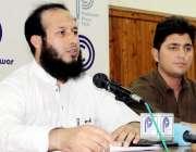پشاور: بائیوٹیکنالوجسٹ ایسوسی ایشن کے ڈاکٹر سلمان پریس کانفرنس سے ..