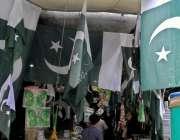 راولپنڈی: شہری14اگست کے حوالے سے اردو بازار سے پاکستان پرچم و دیگر اشیاء ..